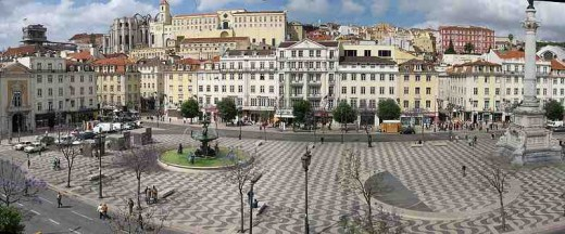 Rossio Square, viewed from the the West side. Source: Wikipedia Commons