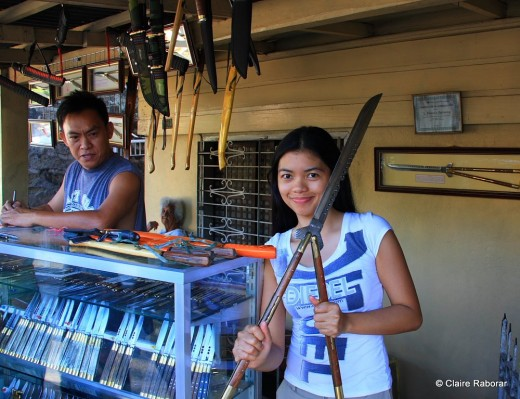 Balisong knives of different sizes are openly sold in the streets of Batangas Province.