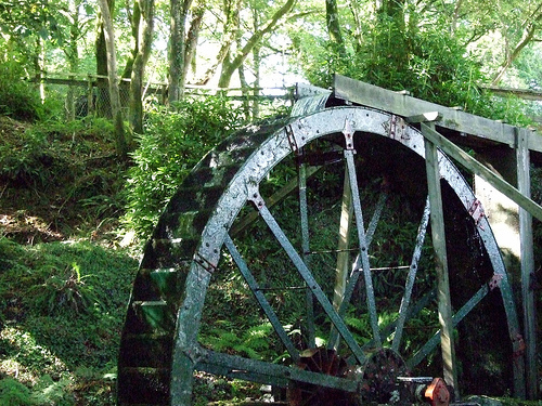 Water Wheel.   Photo by: madnzany http://www.flickr.com/photos/crazyeddie/1063836659/