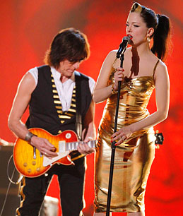Imelda sharing the stage with Guitar legend Jeff Beck.