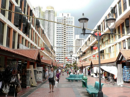 Toa Payoh centre lined with shophouses. Photo taken by ozlady (Flickr).