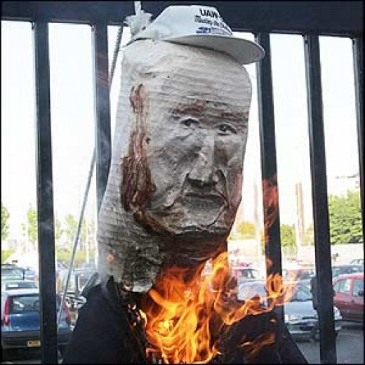 At least the Manchester fans have the right idea about Glazer: burn him!