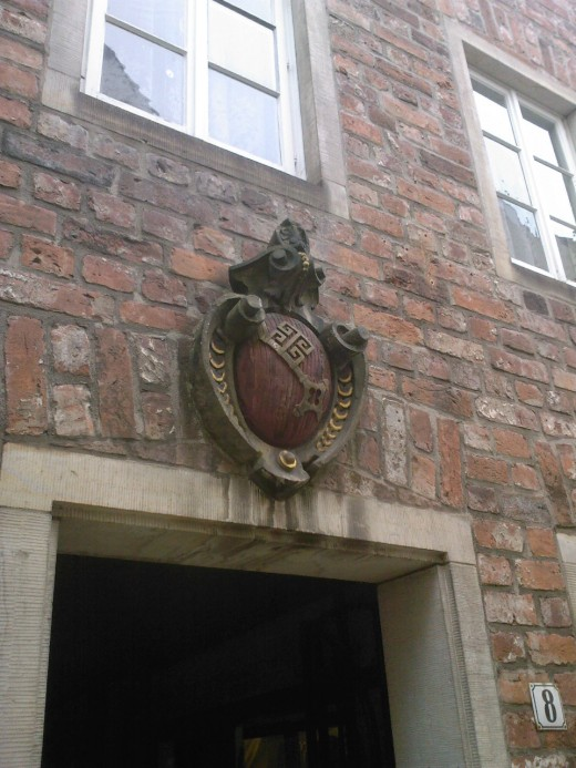 The arms of Bremen (silver key on red background) on a house :)