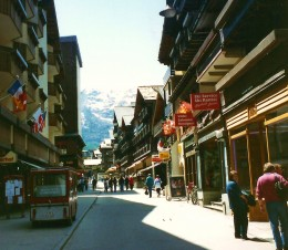 Photo of street scene in Zermatt