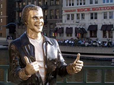 http://www.jaunted.com/story/2008/9/16/173055/308/travel/Nostalgia+TV+Travel%3A+The+Fonz+Is+Bronze