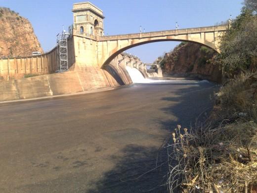 Hartebeesboort dams wall en sluice