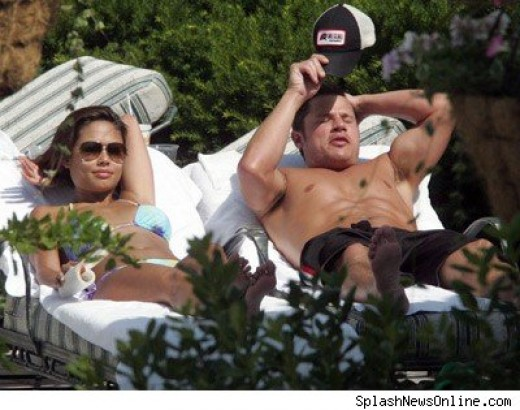Nick Lachey and Vanessa Manillo louging poolside.