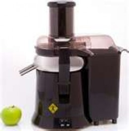 Juicer with medium green apple