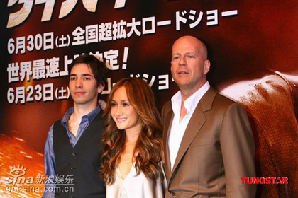 Actors Justin Long, Maggie Q and Bruce Willis pose for the camera for Die Hard 4. Yippee-Kay- Aayy, mother trucker!...