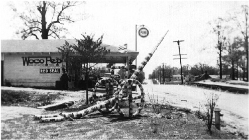 Pure Oil Station in Jackson, 1935