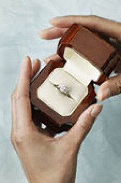 Engagement Rings: How To Save Money When You Buy One!