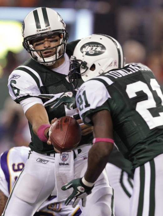 New York Jets quarterback Mark Sanchez hands off to LaDainian Tomlinson during the first quarter of an NFL football game against the Minnesota Vikings on Monday, Oct. 11, 2010, in East Rutherford, N.J. (AP Photo/Kathy Willens)
