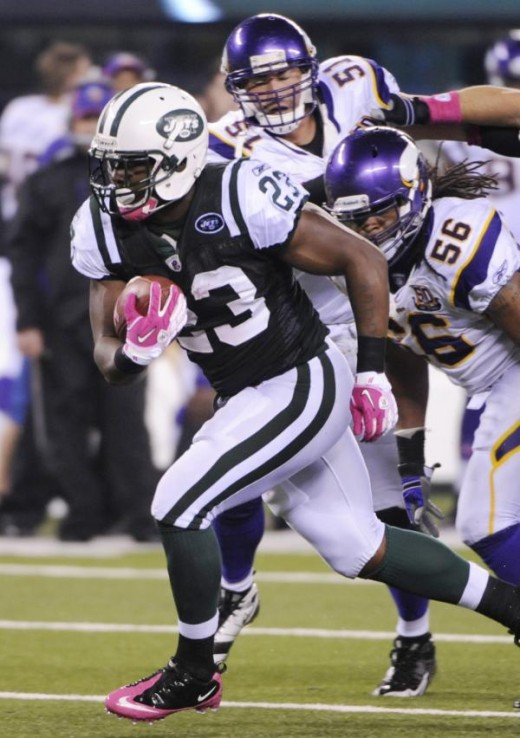New York Jets' Shonn Greene runs for a touchdown past Minnesota Vikings' E.J. Henderson, right, and Ben Leber during the fourth quarter of an NFL football game Monday, Oct. 11, 2010, in East Rutherford, N.J. The Jets won the game 29-20.