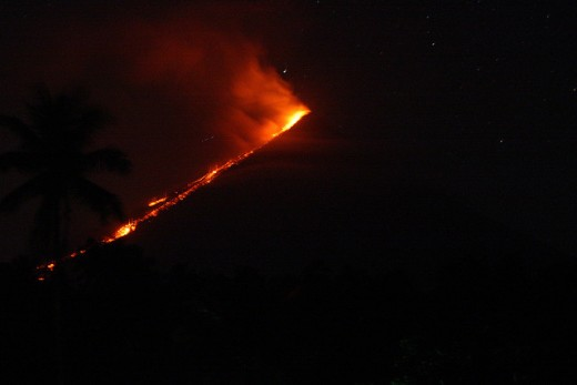 Mayon Volcano at Night with pyroclastic flow (image requires attribution)