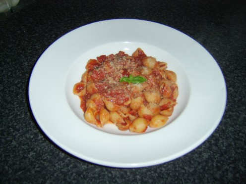 Pasta Shells with Tomato and Basil Sauce