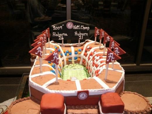 Alabama groom's cake. Photo courtesy of: weddingandpartynetwork.com