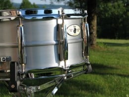 Sensitone Elite Snare Drums feature the SuperHoop II and CL-65 lugs.