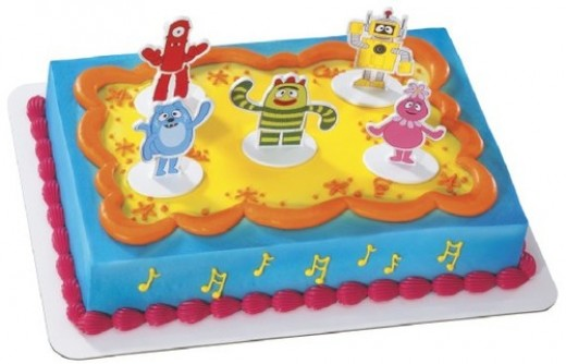 Decorate a cake or cupcakes and use Yo Gabba Gabba cake toppers to create 3D fun. You can use cake toppers on any style of cake or cupcake that you choose. Simply frost your dessert and stick these easy to use cake topper items on top.
