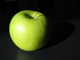 Apples are rich in vitamins and have a low GI rating of 38.