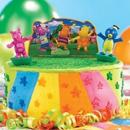 Buy this cake topper for your Backyardigans birthday dessert.