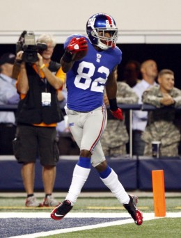 New York Giants wide receiver Mario Manningham scores a touchdown against the Dallas Cowboys during the second half an NFL football game Monday, Oct. 25, 2010, in Arlington, Texas. (AP Photo/Mike Fuentes)