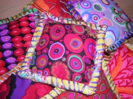 Oversew the edges of the pillows.