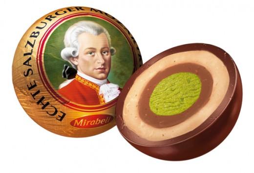 Image Source: http://www.kraftfoods.at/kraft/images/atde1/pictures/3_2_2_7_Mozartkugel_angeschnitten.jpg