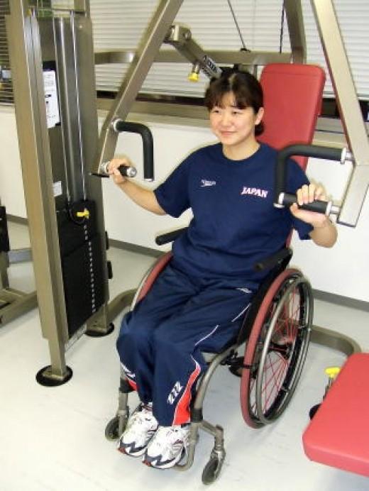 MAYUMI  AT THE EXERCISE MACHINE