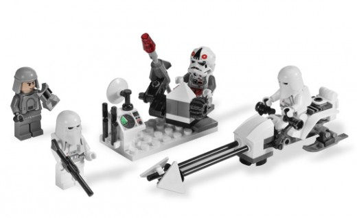 LEGO Star Wars 8084 Snowtrooper Battle Pack - the 4 minigs together with the Imperial Speeder Bike and Battle Station