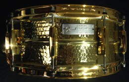 The Jimmy DeGrasso snare has a sound and look which will be praised anywhere you take it.