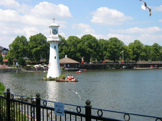 Scott Memorial in Roath Park by Rob Burke