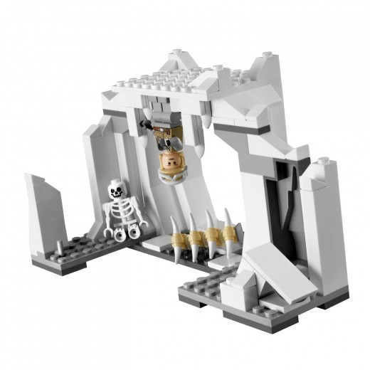 LEGO Star Wars: 8089 Hoth Wampa Cave - Luke Skywalker suspended upside down and smiling to the camera :D