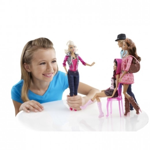Little Girls can captures Barbie in video - Best gift for Girls 2012
