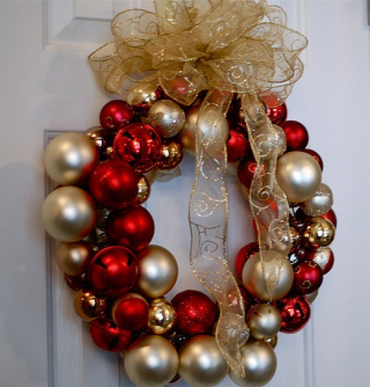 Wreath of glass Christmas balls - photo from fromsingletomarried.com
