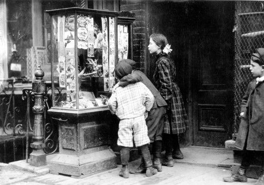 1910, kids looking at Christmas cards