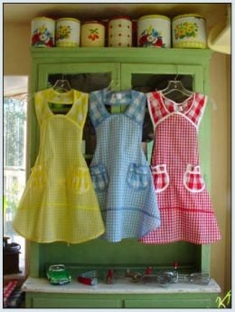 Vintage aprons are a fun collectible that add a little pizazz to your kitchen, as well as your cooking!