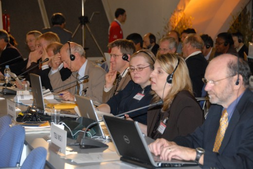 TSU members for working group 1 in session, November 2007.  Image courtesy IPCC and IISD.