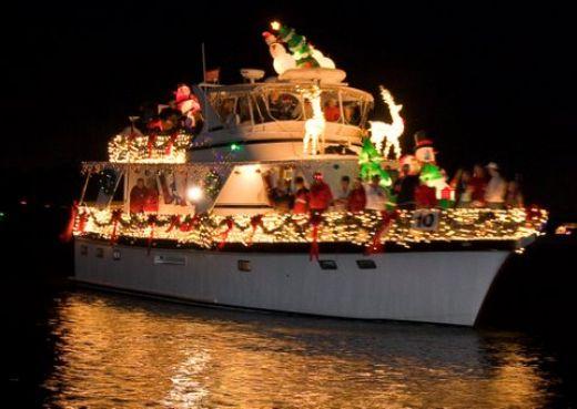 Charleston, SC has a Christmas Parade of Boats