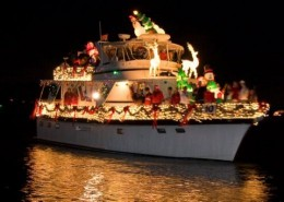 Charleston, SC has a Christmas Parade of Boats