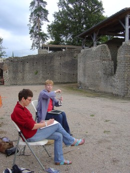 Students sketching at the Roman site, Casinomagus, at Chassenon; about ten minutes from Les Trois Chenes.