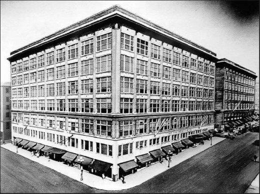 The new store of the 1910s at the corner of High and Rich Streets.