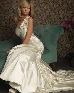 Blonds, who are fair, are accentuated by the richness of ivory. (Photo: Allure Bridals)