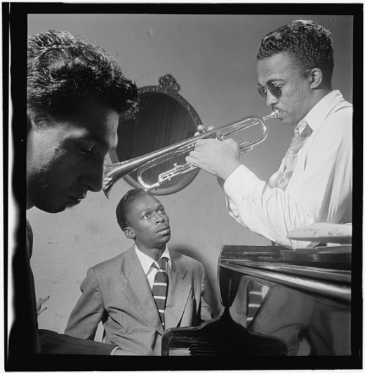 Miles Davis in a trio setting, NYC, 1947.  Photo by William Gottlieb.