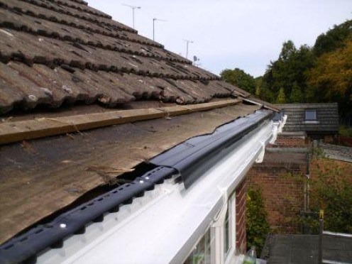 Rigid drip felt to prevent water dripping behind gutter. It guides water from tiles to gutter.