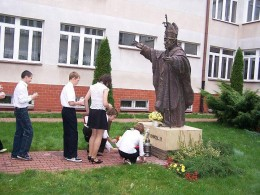 Unsuspecting youth sinfully worship graven image of Pope John Paul II