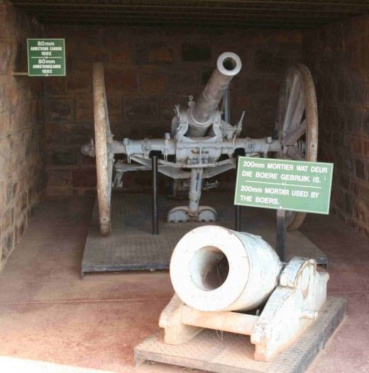 200mm mortar used by the Boer forces with an 80mm Armstrong cannon behind it. These were not part of the fort's armaments, just part of the museum display at the fort.