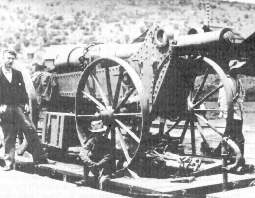 "A ""Long Tom"" with the barrel in ""resting"" position. Image from ""Die Long Tom-kanonne"" by D.C. Grobler"