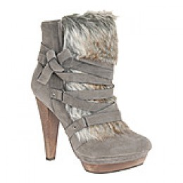 This is the cuttest snow bootie with fur, it's also available at Shi.
