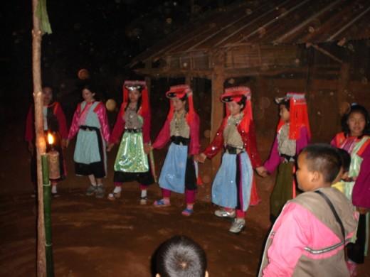 Lisu Girls lined up for dancing.