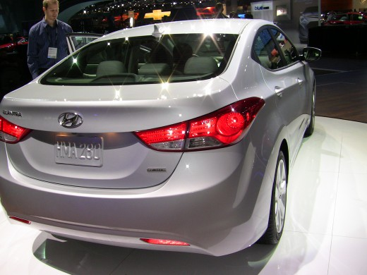 The Elantra's flowing lines create an appealing rear view.